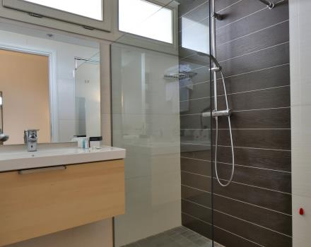 The Best Western Plus bath Hotel Modena Resort large, comfortable and equipped with shower at different speeds