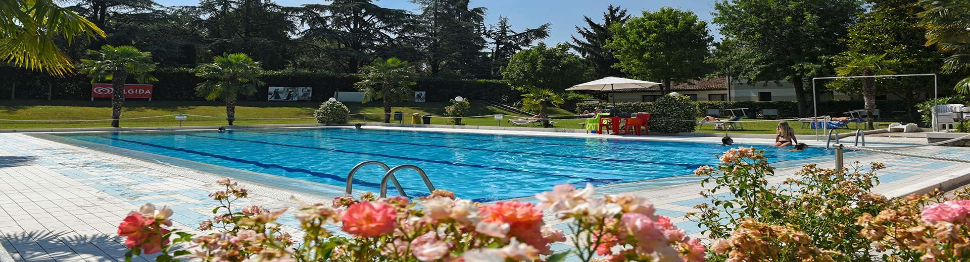 The hotel guests can use the outdoor pools Green Club for free