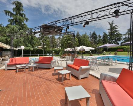 Best Western Plus Hotel Modena Resort a pleasant outdoor patio where you can enjoy amazing appetizers