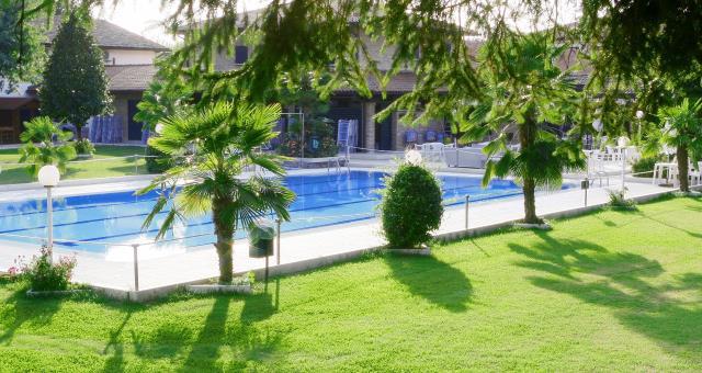 Piscine estive best western plus modena resort casinalbo for Club piscine plus cppq laval